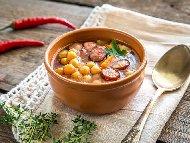 Бърза и лесна супа с нахут от консерва и пикантен колбас чоризо